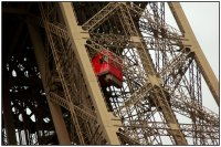Tour Eiffel, l'ascenseur rouge
